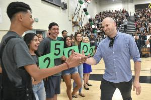 1000w Oxnard 2017 Aaron Ferguson high fives students