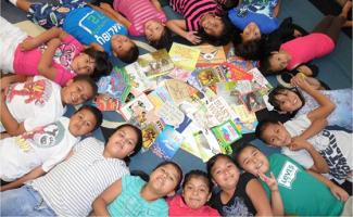 Justin Minkel Students with books home library project mea hp