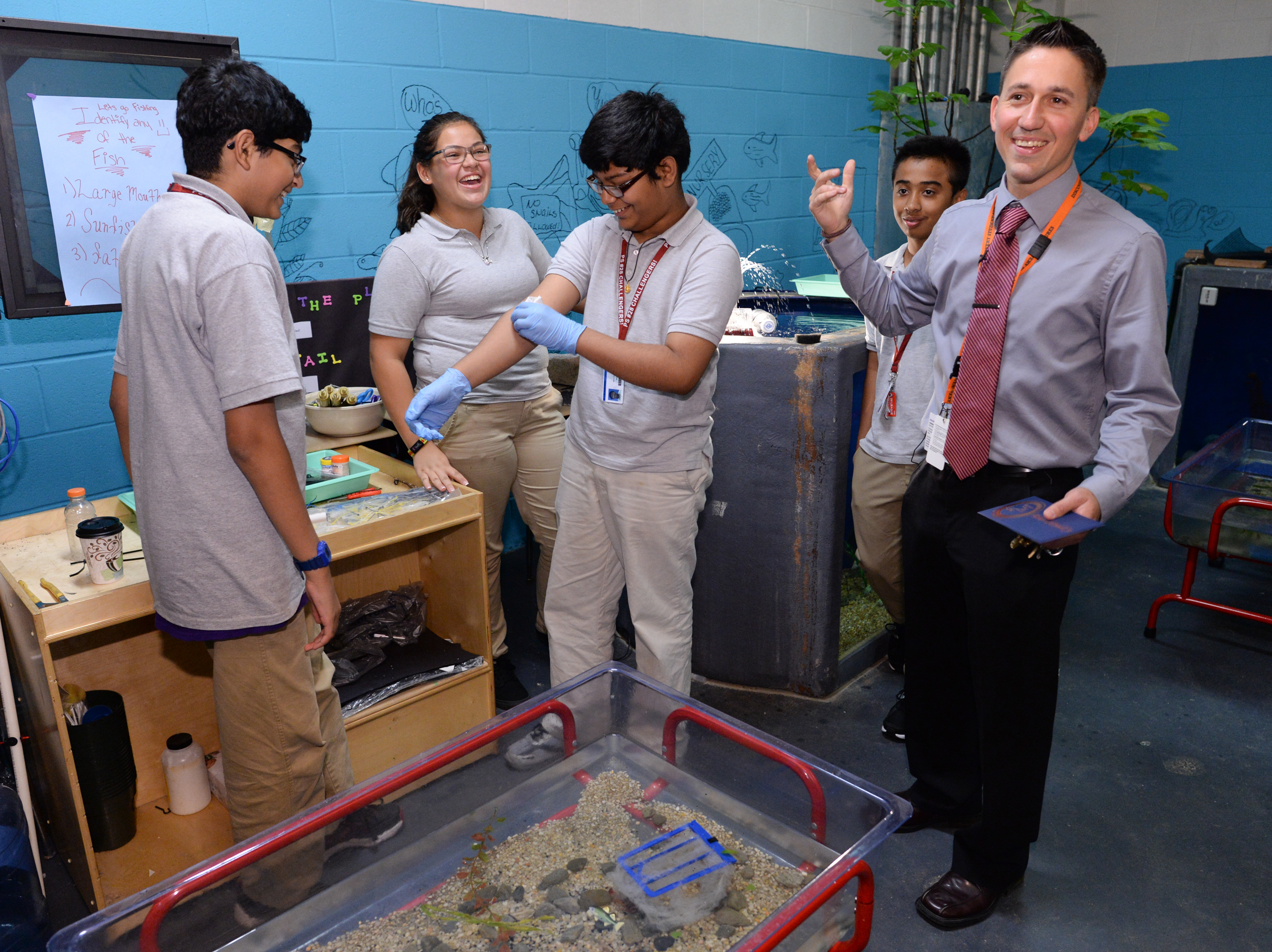 - Robert-ODonnell-with-students-in-the-aquaculture-lab