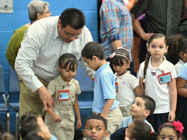 Manny Zaldivar with first graders