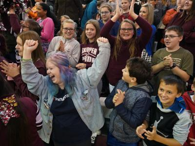 2019 OH students cheering 2