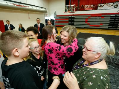 Decatur 2017 students hug Joni Readout