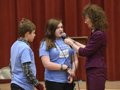 Jane Foley with Pioneer students 4