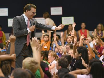 Lowell Milken picks student volunteer