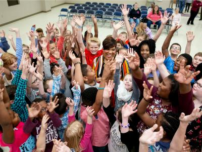 2018 Kingsland Tasha Wilson students hands up