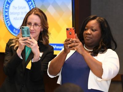 2018 MEA Forum Katherine Watkins Meah King taking pictures