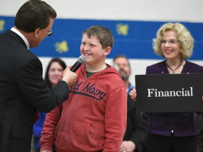 Lowell Milken talks with Rim Rock student 2