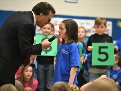 Lowell Milken talks with Rim Rock student 3