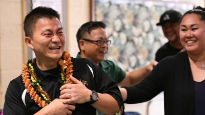 1000w Aiea 2017 colleagues congratulate Ken Kang